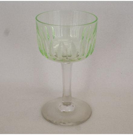 grönt Starkvinsglas limegrön kupa, ofärgat ben och fot