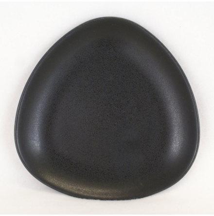 Collection - svart Assiett trekantig